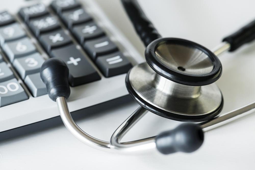 Na saúde, mercado encolhe e preço cai